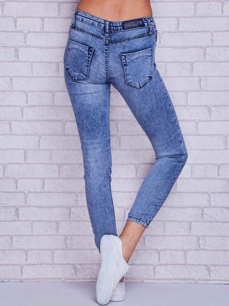 Spodnie jeansowe rurki z dekatyzacją niebieskie