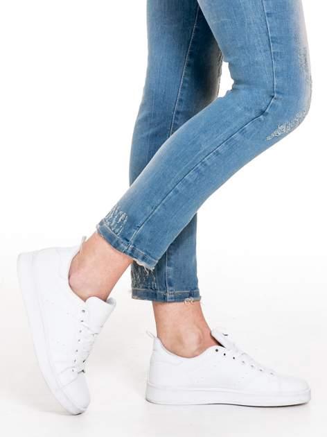 Spodnie jeansowe rurki z pionowymi przetarciami                              zdj.                              8