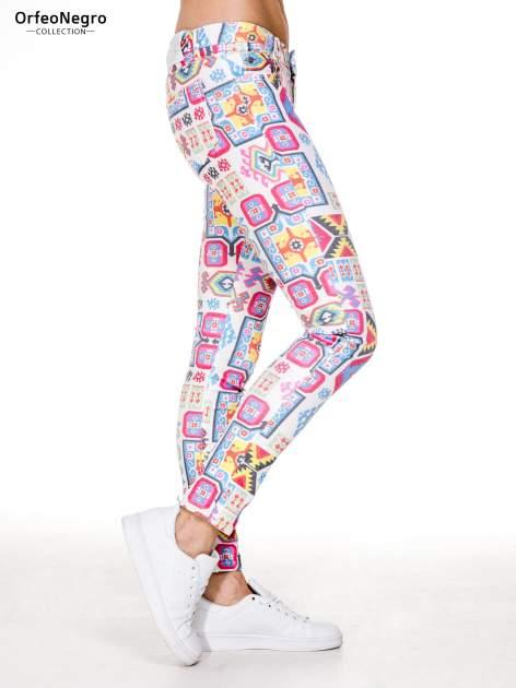 Spodnie jeasnowe rurki z nadrukiem aztec print                                  zdj.                                  3