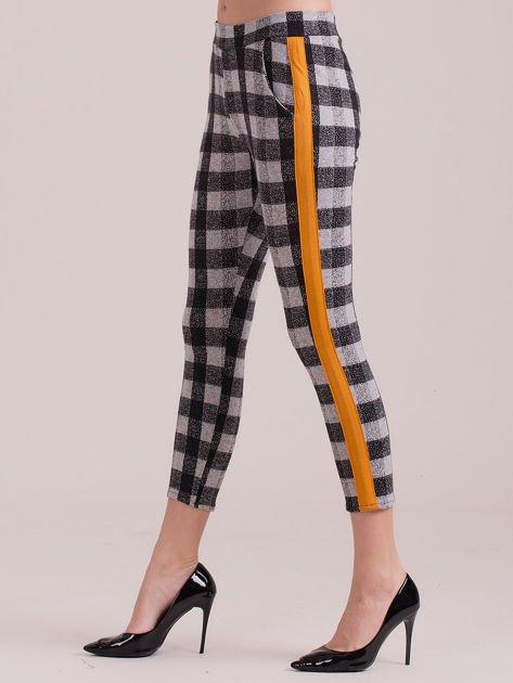 Spodnie w kratę z pomarańczowymi lampasami                              zdj.                              1