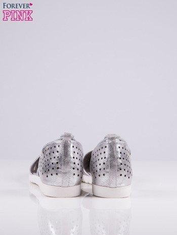 Srebrne ażurowe sandały wiązane wokół kostki                                   zdj.                                  5