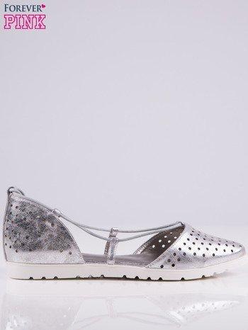 Srebrne ażurowe sandały wiązane wokół kostki                                   zdj.                                  2