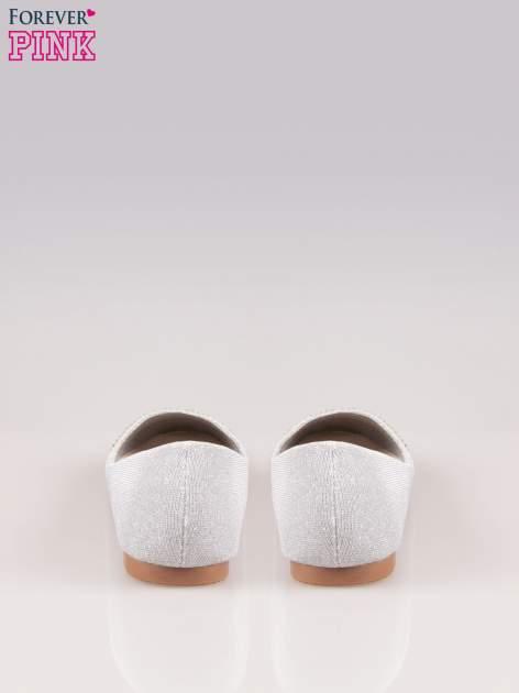 Srebrne baleriny z efektem glitter i lakierowanym noskiem                                  zdj.                                  3