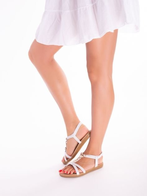 Srebrne sandały z ozdobną przypinką i perełkami na przodzie                              zdj.                              9