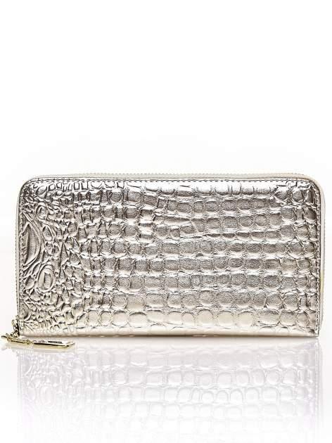Srebrny portfel kopertówka z motywem skóry krokodyla                                  zdj.                                  1
