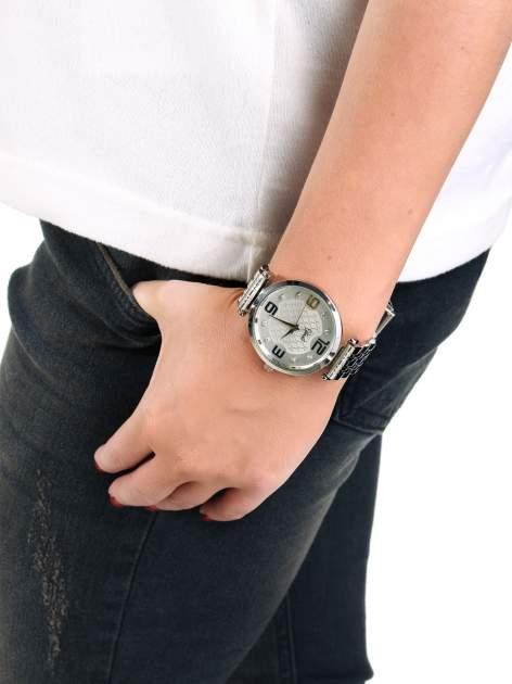 Srebrny zegarek damski na bransolecie z dużą białą tarczą                                  zdj.                                  3