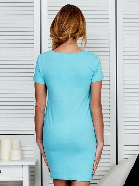 Sukienka bawełniana z napisami jasnoniebieska                                  zdj.                                  2