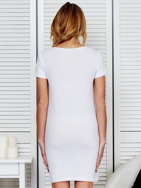 Sukienka biała bawełniana z nadrukiem newspaper                              zdj.                              2