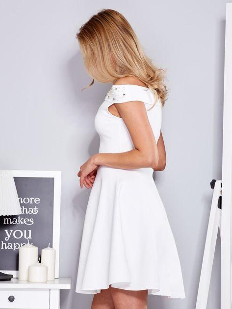 Sukienka biała z perełkami                              zdj.                              5