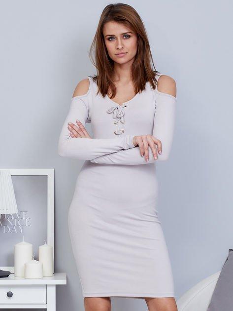 Sukienka cold shoulder ze złotym łańcuszkiem szara                                  zdj.                                  1