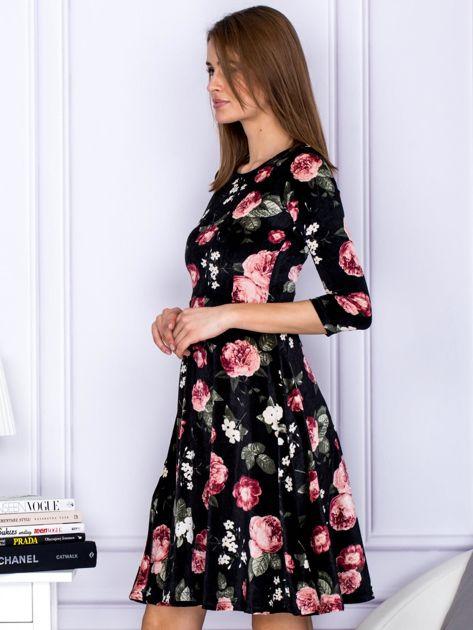 Sukienka czarna aksamitna z motywem kwiatowym                                  zdj.                                  3