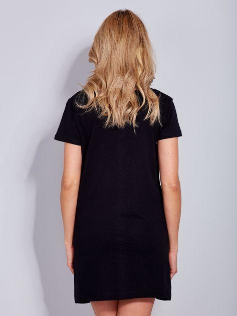 Sukienka czarna bawełniana z nadrukiem newspaper                              zdj.                              3