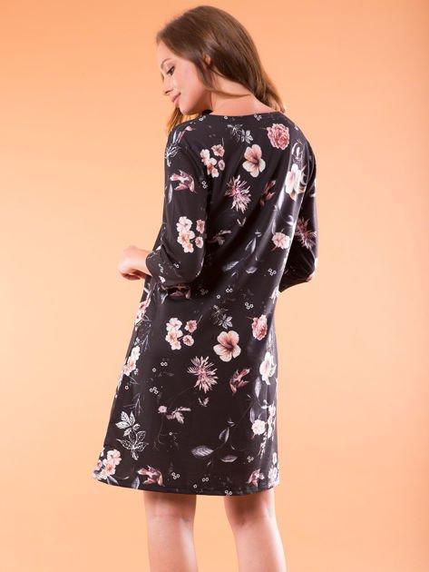Sukienka czarna oversize w kwiatowy wzór                              zdj.                              2