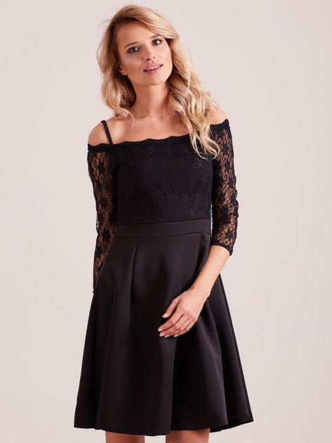 Sukienka czarna z koronkową górą i cienkimi ramiączkami                              zdj.                              1