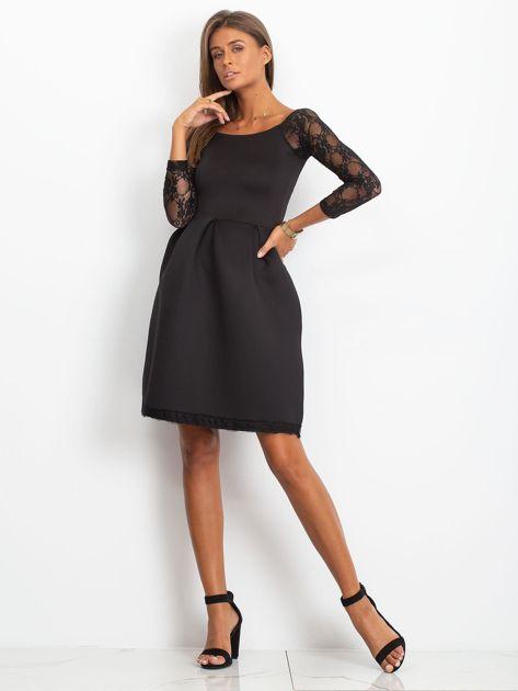 Sukienka czarna z koronkowymi rękawami                              zdj.                              4