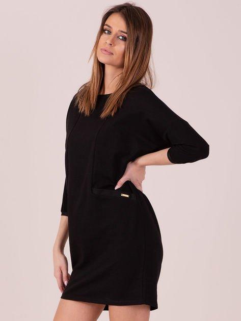 Sukienka czarna z ozdobną lamówką                              zdj.                              2