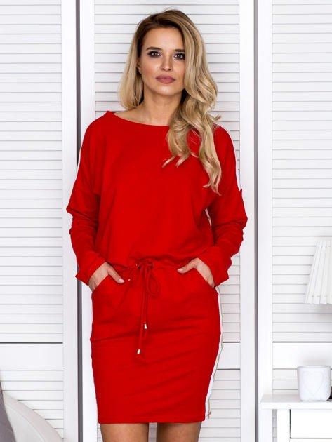 Sukienka damska dresowa z troczkami czerwona                              zdj.                              1