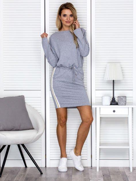 Sukienka damska dresowa z troczkami szara                              zdj.                              4