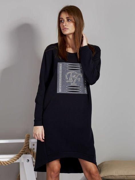 Sukienka damska dzienna z ozdobnymi literami czarna                              zdj.                              1