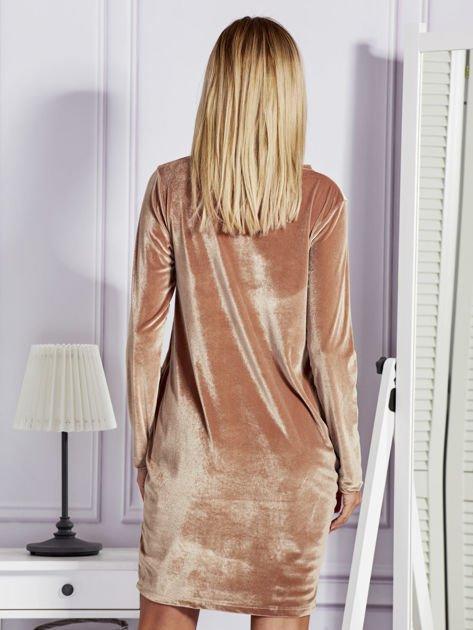 Sukienka damska welurowa z kieszeniami beżowa                              zdj.                              2