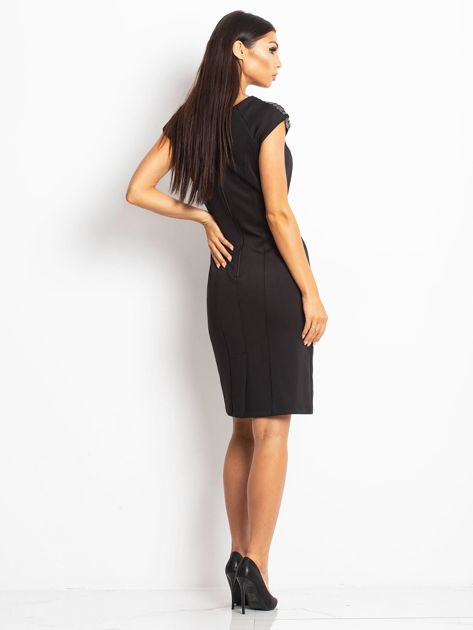 Sukienka damska z łańcuszkami na ramionach czarna                               zdj.                              2