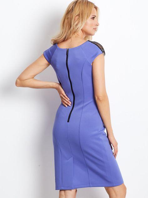 Sukienka damska z łańcuszkami na ramionach jasnoniebieska                               zdj.                              3