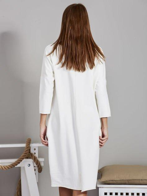 Sukienka damska z napisem z dżetów ecru                              zdj.                              2