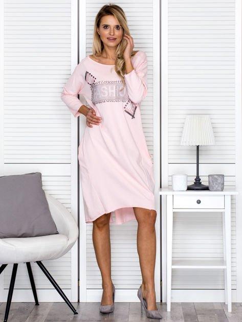 Sukienka damska z napisem z dżetów różowa                              zdj.                              4