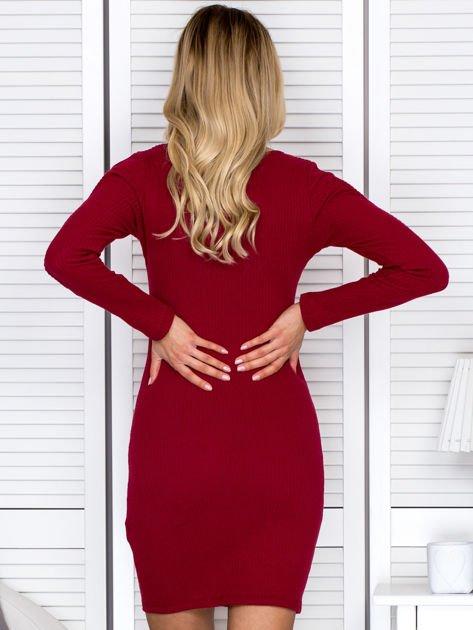 Sukienka damska z wycięciami na rękawach w prążek bordowa                              zdj.                              2