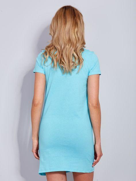 Sukienka jasnoniebieska bawełniana z napisem COLLEGE                                  zdj.                                  3