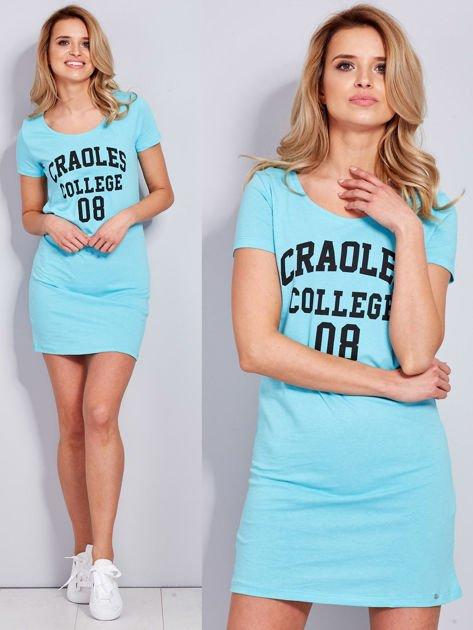 Sukienka jasnoniebieska bawełniana z napisem COLLEGE                              zdj.                              1