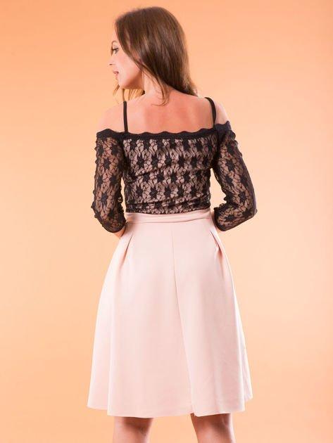 Sukienka jasnoróżowa z koronkową górą i cienkimi ramiączkami                              zdj.                              2