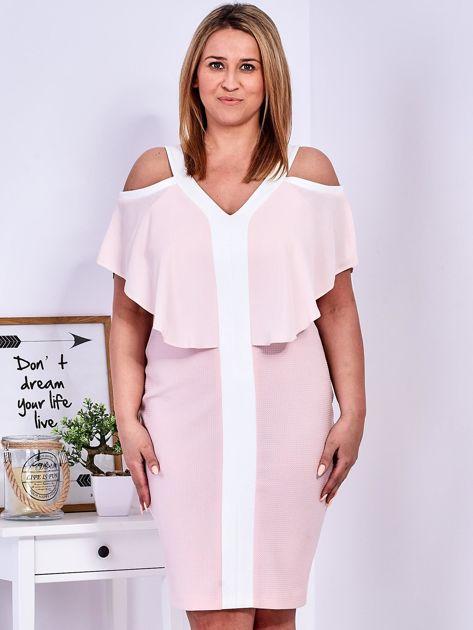 Sukienka jasnoróżowa z wycięciami na ramionach PLUS SIZE                              zdj.                              1