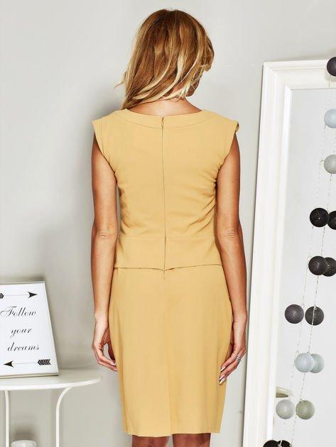 Sukienka koktajlowa z baskinką żółta                              zdj.                              2