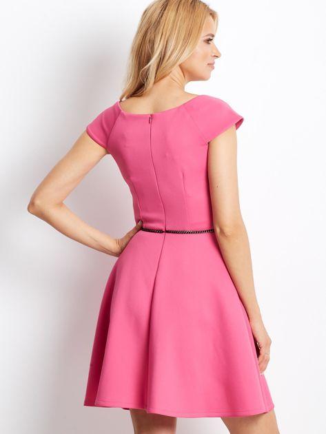 Sukienka koktajlowa z błyszczącym paskiem różowa                                  zdj.                                  3
