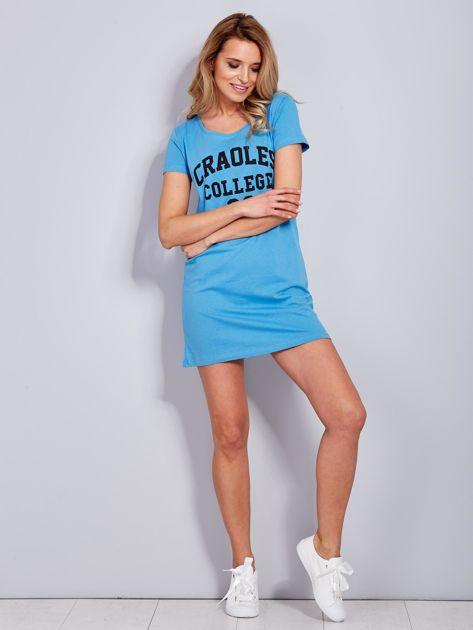 Sukienka niebieska bawełniana z napisem COLLEGE                                  zdj.                                  4