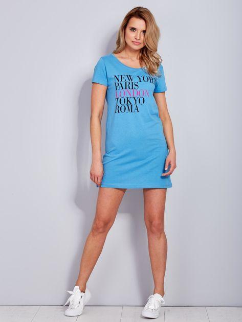 Sukienka niebieska bawełniana z nazwami miast                                  zdj.                                  4
