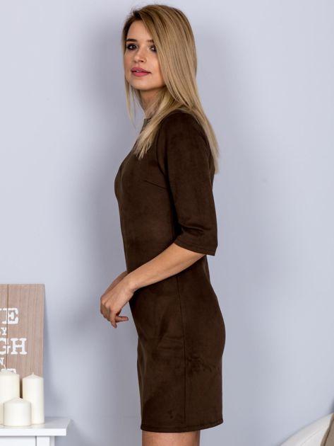 Sukienka o zamszowej fakturze ciemnobrązowa                                  zdj.                                  5