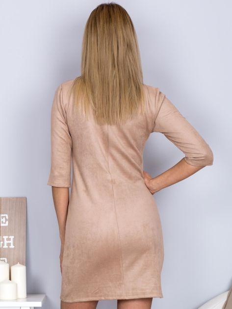 Sukienka o zamszowej fakturze jasnobeżowa                                  zdj.                                  2