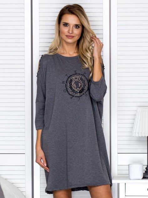 Sukienka oversize z wycięciami na rękawach i perełkami ciemnoszara                              zdj.                              1