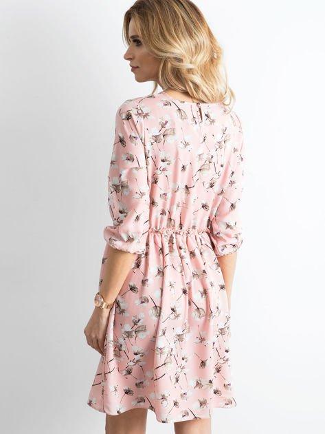 Sukienka różowa we wzory z falbaną                              zdj.                              2
