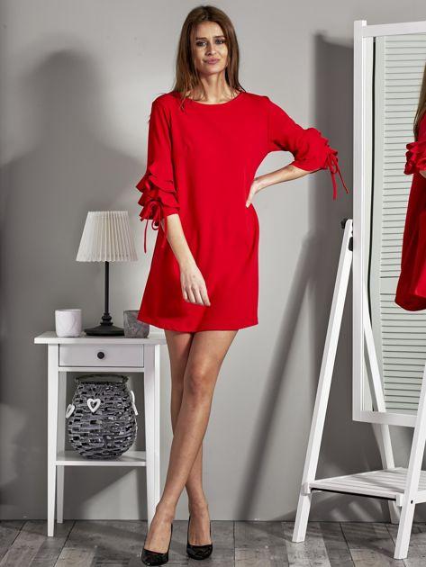 Sukienka trapezowa z falbankami na rękawach czerwona                              zdj.                              4