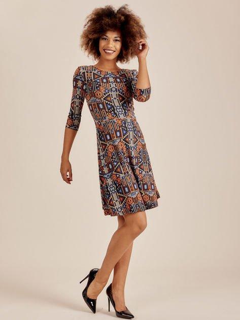 Sukienka w geometryczne wzory                              zdj.                              4
