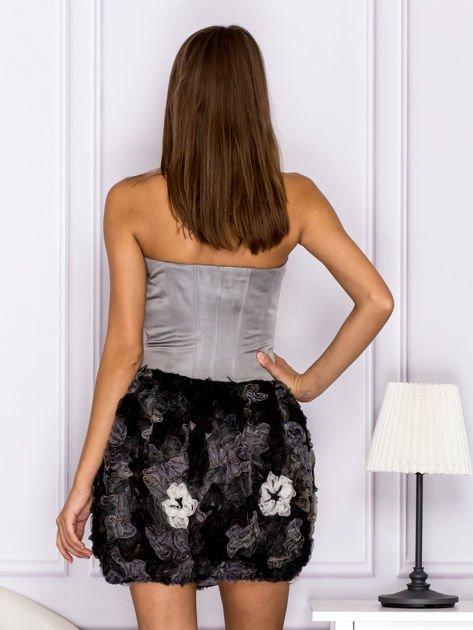 Sukienka z ozdobą spódnicą szara                                  zdj.                                  2
