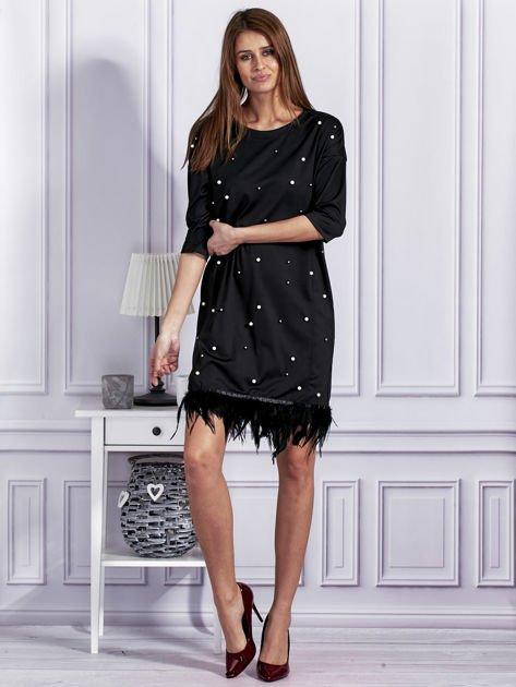 Sukienka z perełkami i piórami na dole czarna                              zdj.                              4