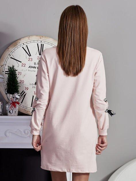 Sukienka z tasiemkami przy mankietach różowa                              zdj.                              2