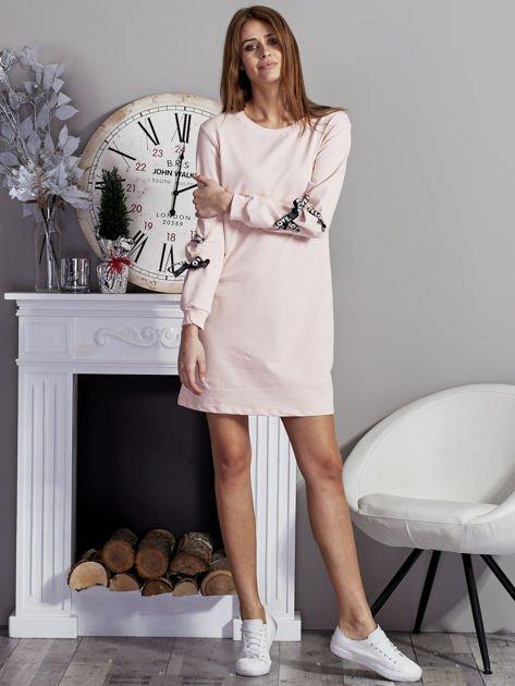 Sukienka z tasiemkami przy mankietach różowa                              zdj.                              4