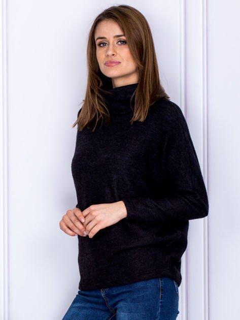 Sweter czarny z miękkim kołnierzem                              zdj.                              5