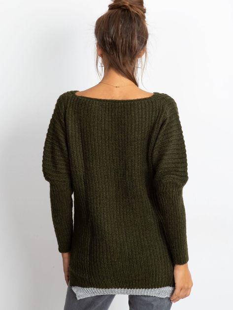Sweter ze srebrną kieszenią khaki                              zdj.                              2