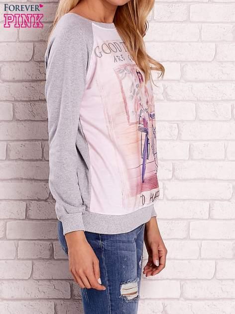 Szara bluza z nadrukiem dziewczyny i napisem                                  zdj.                                  3